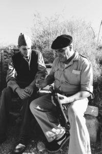 Soldados del POUM instruyendo en un descanso